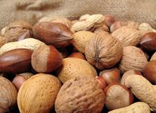ビタミンEを豊富に含むナッツ